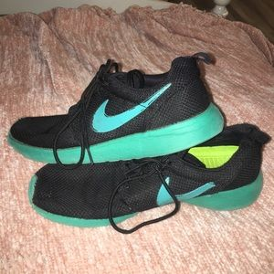 nike turquoise teal blue rosche runs tennishoes